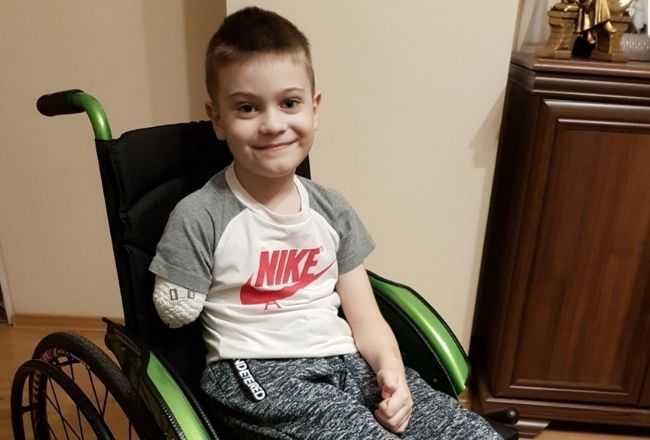 Ma tylko 7 lat, niedawno stracił rodziców i siostrzyczkę, amputowano mu rękę. Dziadkowie błagają o pomoc