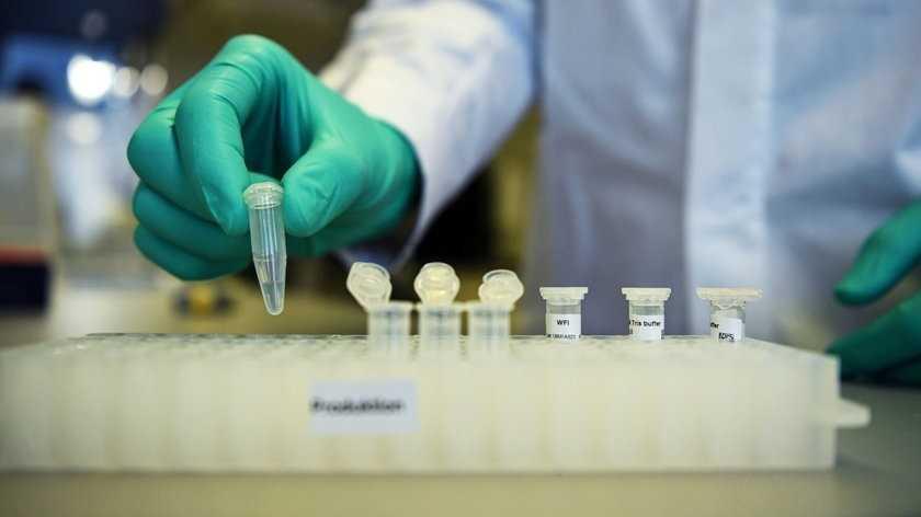 Brytyjski ekspert o nowym szczepie koronawirusa. Nie ma dobrych wiadomości