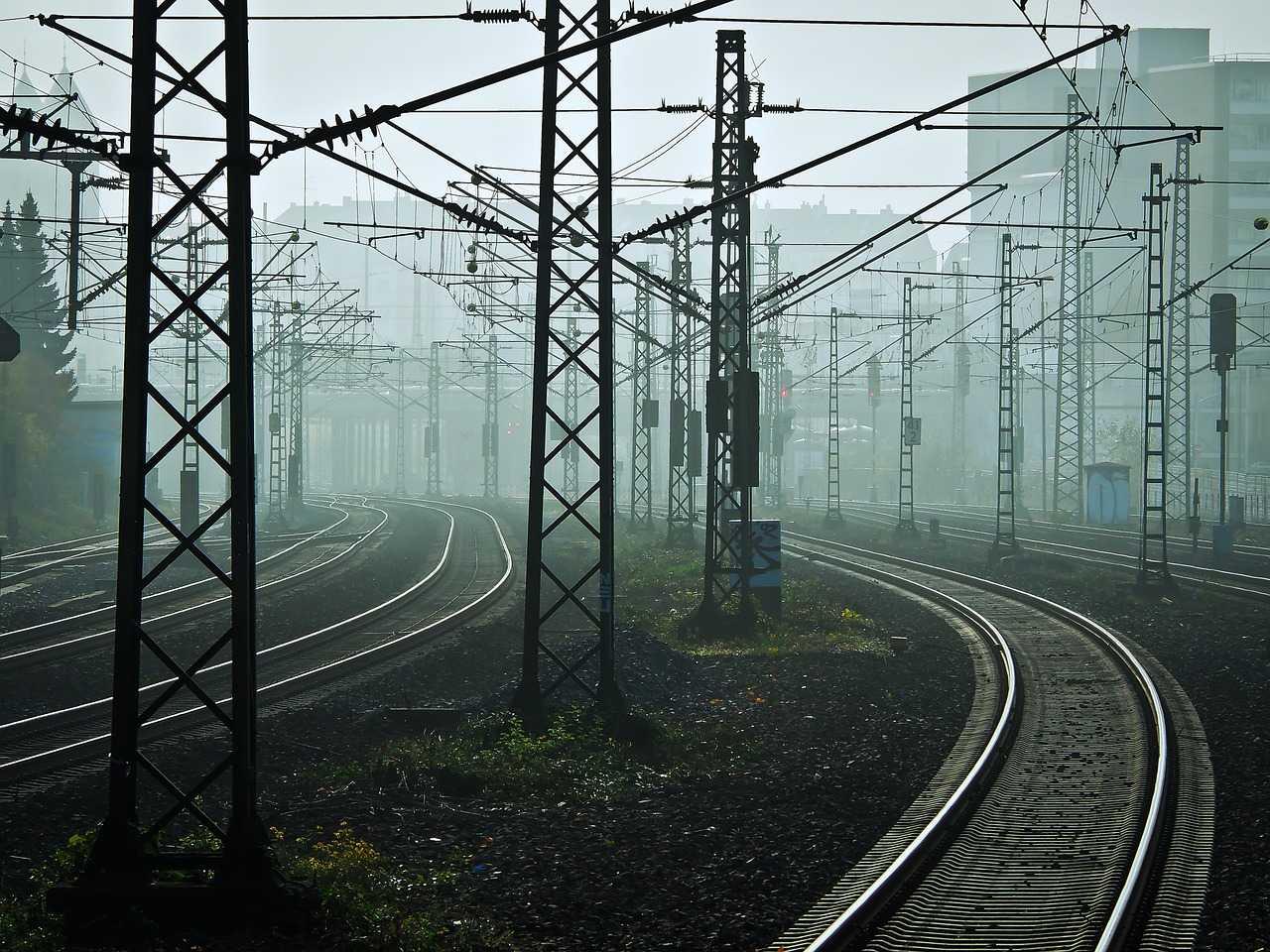 Samobójstwo pary 21-latków. Stali na torach czekając aż potrąci ich pociąg