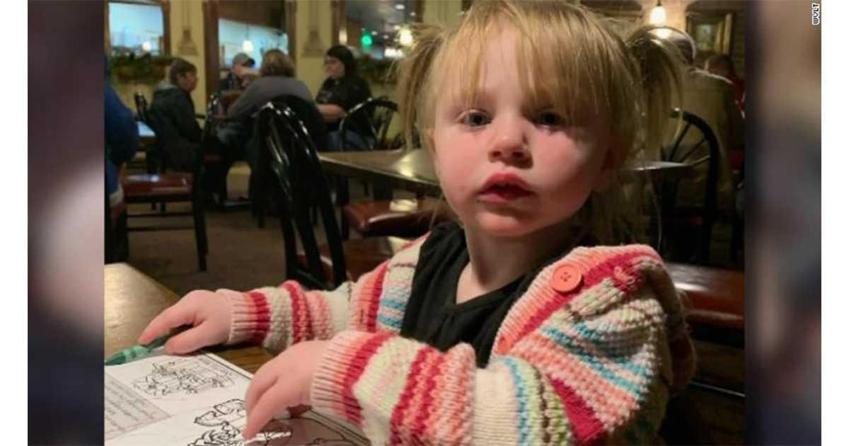7-letni chłopiec wraca do płonącego domu, aby uratować życie swojej siostrzyczce