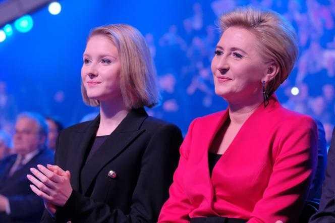 Potworne! Agata Duda i jej córka publicznie upokorzone. Żona pisarza przesadziła!