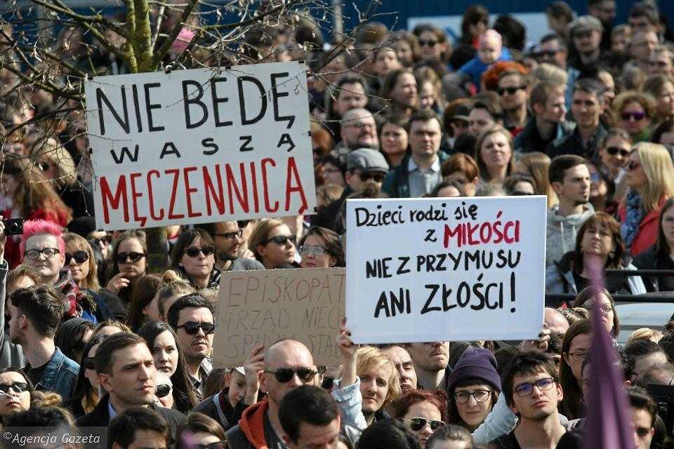 Darmowa aborcja dla Polek. Kolejne kraje oferują swoje wsparcie