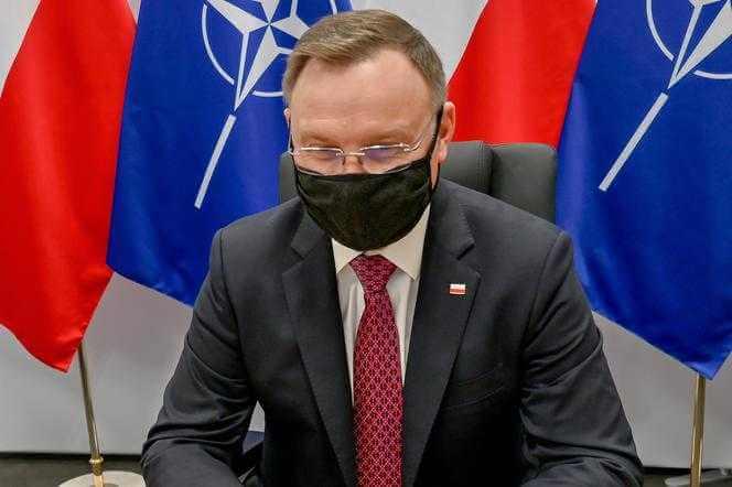 """Bydgoszcz. Zakłócone wystąpienie prezydenta. Wycie syreny i okrzyki """"Andrzej Duda, będziesz siedział!"""""""