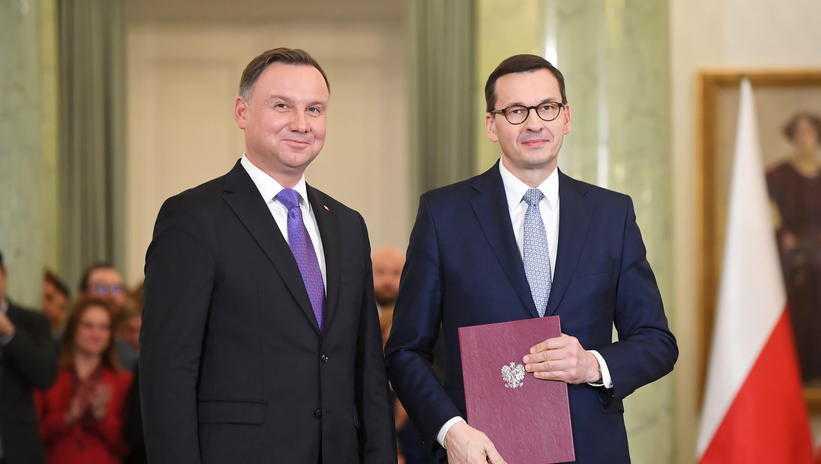 Większość Polaków jest niezadowolona z pracy Morawieckiego i Dudy