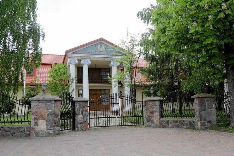 Abp Głódź zamieszka w luksusowym pałacu na Podlasiu. Posiadłość jest warta miliony