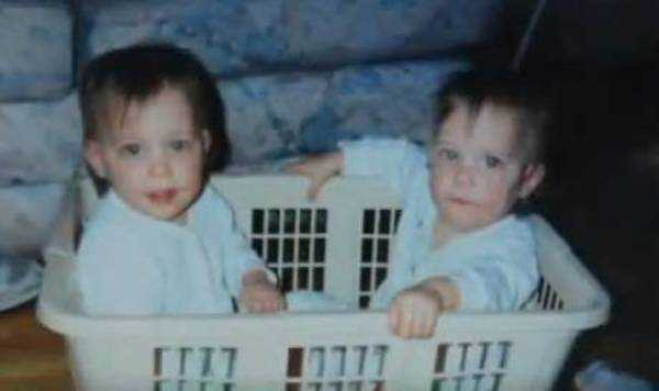 Dziecko jest bliskie śmierci – personel łamie regulamin szpitala i pozwala siostrze bliźniaczce robić to, co konieczne