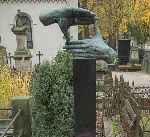 Córka zrobiła niesamowitą rzecz na grobie Krzysztofa Kieślowskiego. Do sieci trafiło wideo