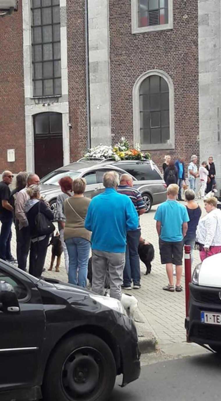 Na pogrzebie pojawiło się 150 psów. Niebywała akcja