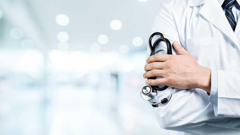 Lekarz miał wyzywać pacjentów na dyżurze. Interwencja rzecznika rządu i reakcja szpitala