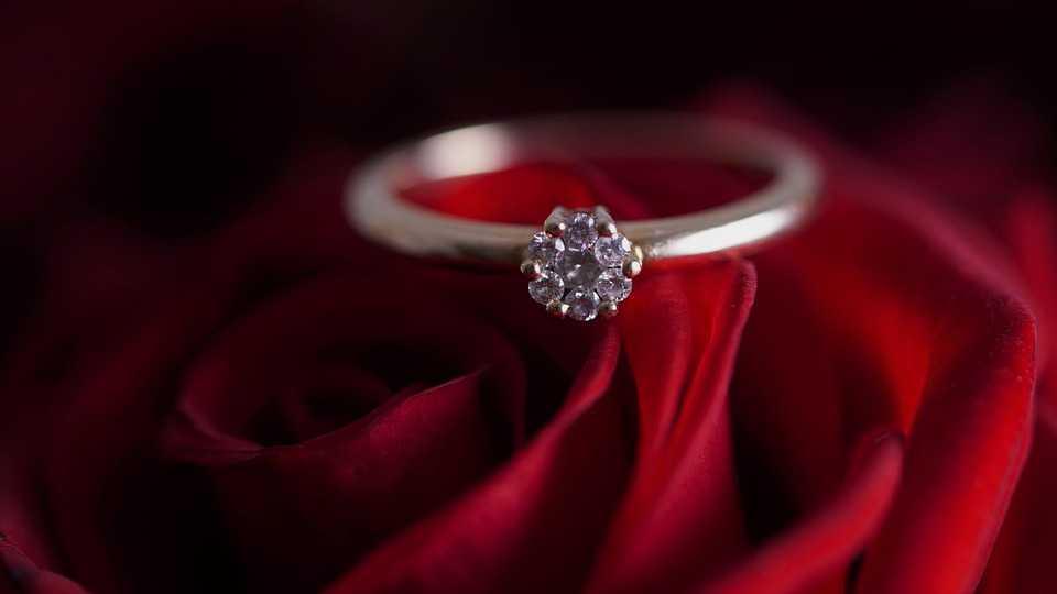 Pierścionek zaręczynowy wart 350 zł! Dla Klaudii to oznaka braku szacunku