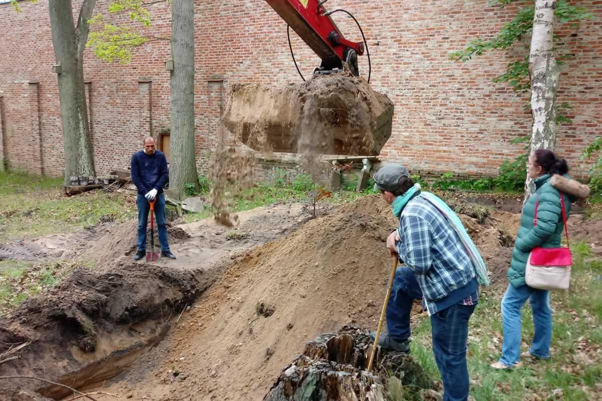 Zaginęli w 1999 roku w Rewalu. Po 21 latach znaleziono sweter i kości