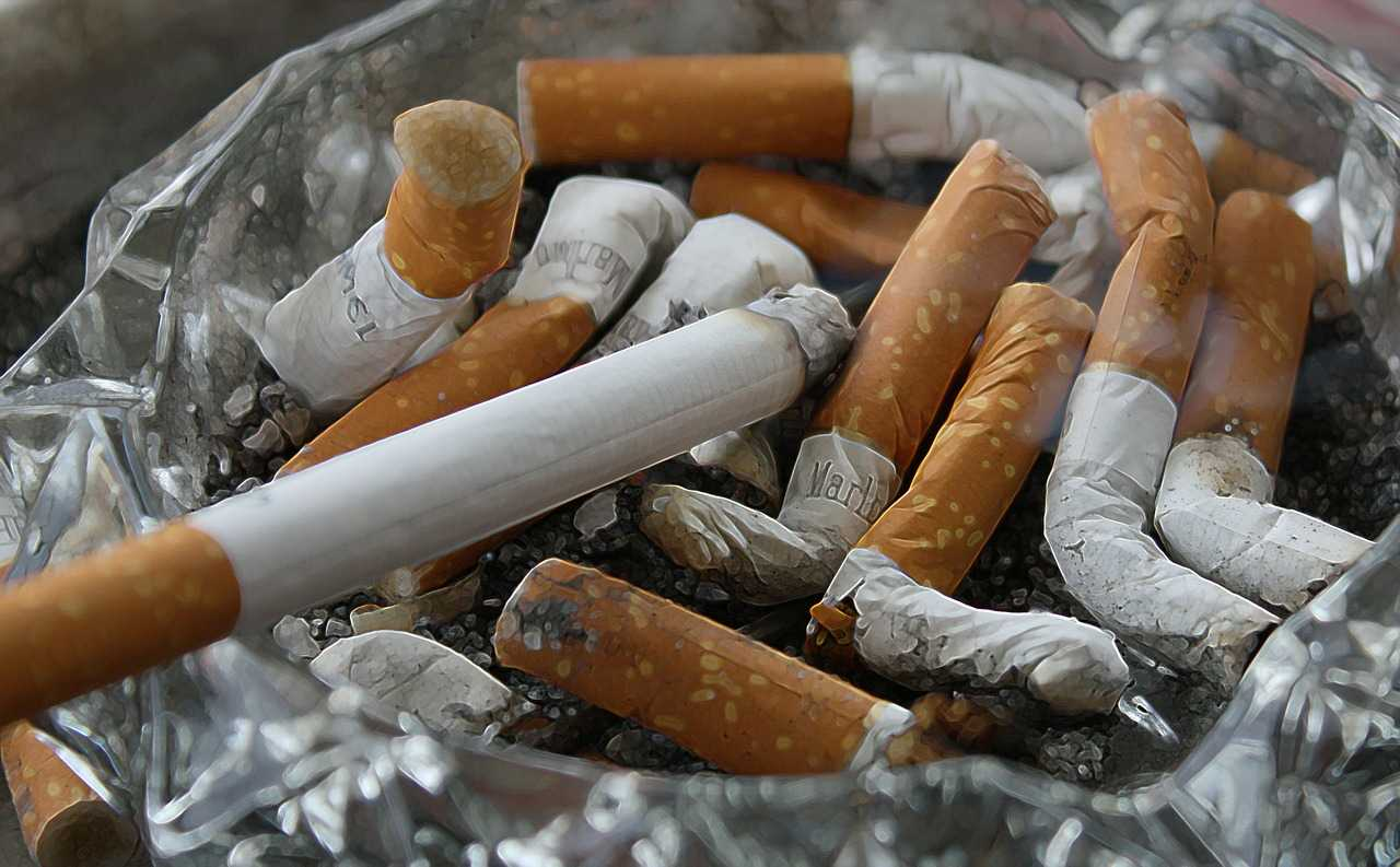 Będzie zakaz palenia na balkonach? Nowy pomysł dzieli Polaków