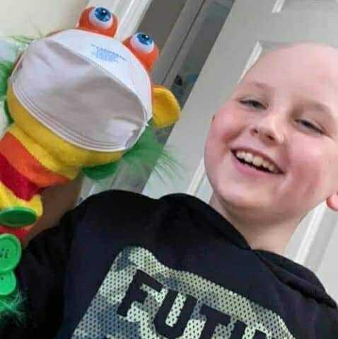 Chłopiec chorujący na raka chce mieć własnego szczeniaka – gdy ma go otrzymać, rodzina poznaje brutalną prawdę