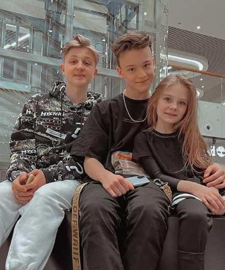 Związek 8-latki z 13-latkiem. Opublikował jej zdjęcie w samej bieliźnie
