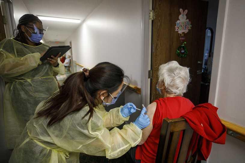 AstraZeneca. Kanada, prowincja po prowincji, rezygnuje z tej szczepionki