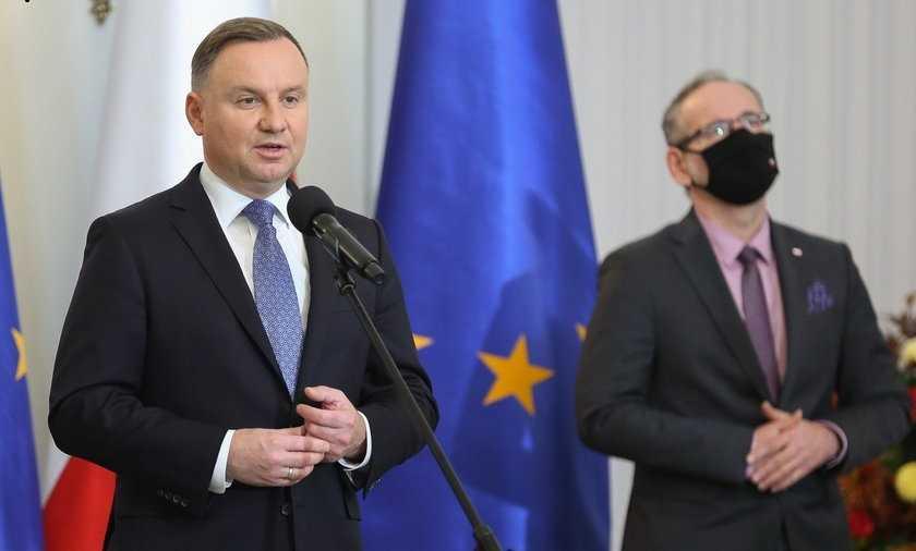 Prezydent Andrzej Duda w kampanii wyborczej obiecał miliardy na leczenie rzadkich chorób. A rodzice dalej proszą się po ludziach
