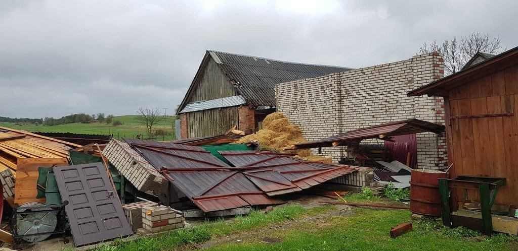 Trąba powietrzna na Lubelszczyźnie. Zerwane dachy i zawalone stodoły...