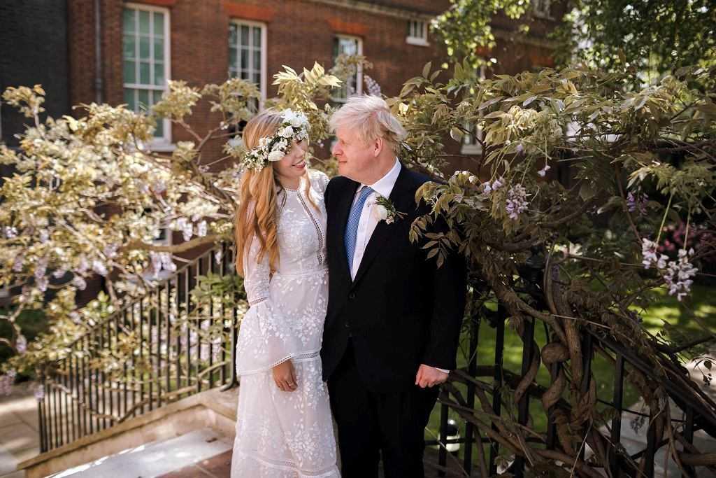 """Wielka Brytania. Boris Johnson wziął w tajemnicy ślub z Carrie Symonds. Padło sakramentalne """"I do"""""""