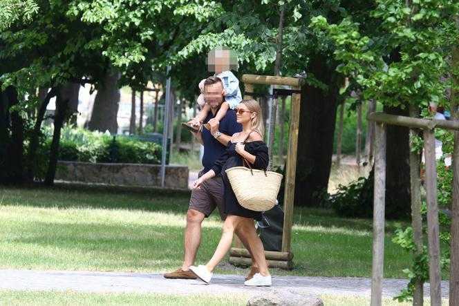 Tak naprawdę wyglądają relacje ciężarnej Kasi Tusk i jej męża. Na tych zdjęciach nie ma ściemy!