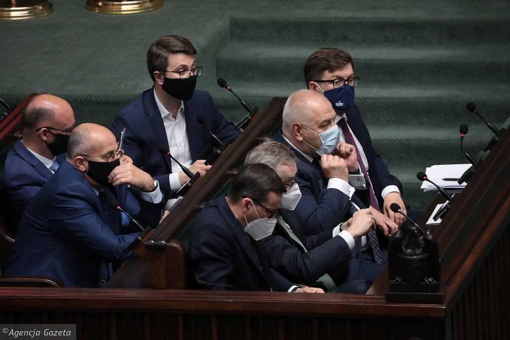 Nocne głosowania w Sejmie. Wnioski o odwołanie Terleckiego, Kamińskiego, Sasina i Dworczyka odrzucone