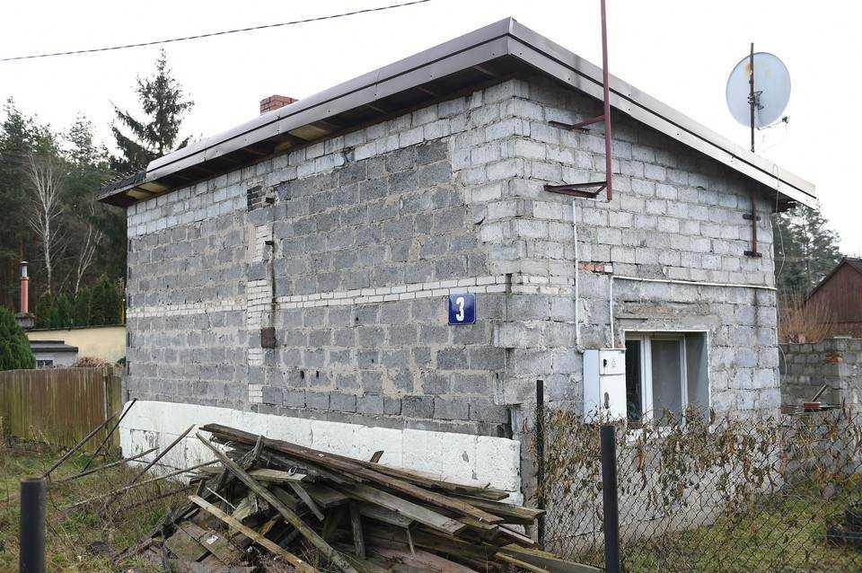 Katarzyna Dowbor była przerażona. Samotna mama żyła z 3 dzieci w koszmarnych warunkach