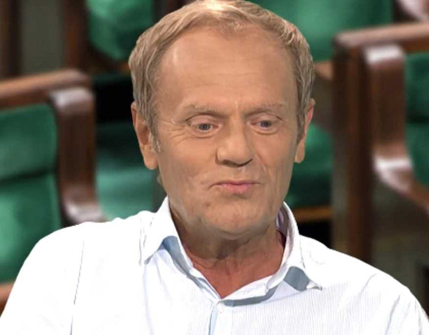 Donald Tusk zaczął wywiad od przeprosin za strój, w którym pojawił się w studiu. Wszystko przez...