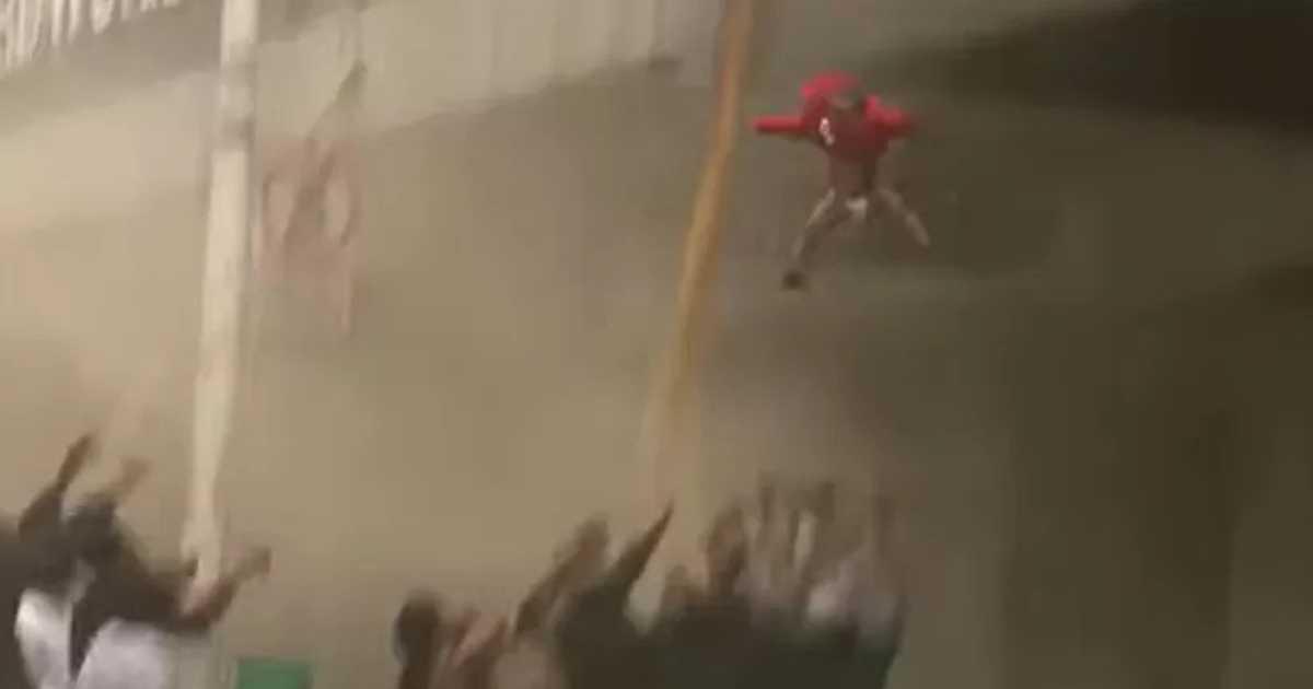 Dramatyczne nagranie. Matka wyrzuciła dziecko przez okno.