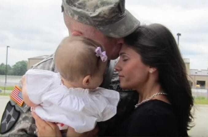 Żołnierz umiera na służbie w Afganistanie – 2 dni po pogrzebie jego żona otwiera komputer i znajduje list