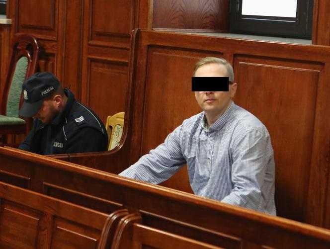 Wygląda niepozornie, a zabił męża kochanki, jego córkę, tancerza i księdza. Ciał ofiar nie znaleziono, ale wyrok jest najsurowszy