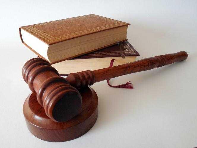Zatrzymanie syna prezesa NIK. Prokuratura: Jakub B., Agnieszka B. oraz Tadeusz G. usłyszeli zarzuty
