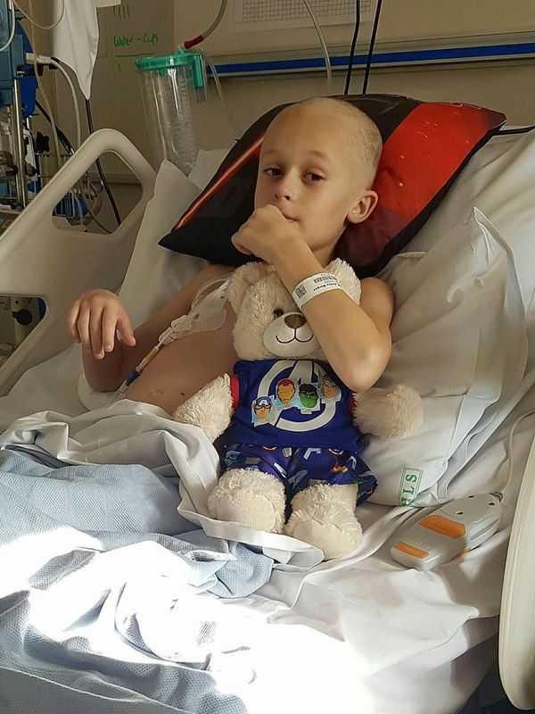 """Chłopiec umiera na raka kilka dni po urodzeniu siostrzyczki: """"Udało mu się wytrwać"""""""