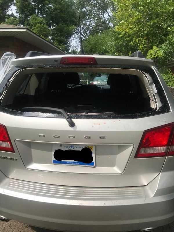 Dyspozytor infolinii 112 odmawia wysłania policji po tym, jak matka przypadkowo zamyka 2-miesięczne dziecko w rozgrzanym samochodzie