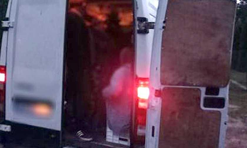 Policjanci zatrzymali busa do rutynowej kontroli. Osłupieli, kiedy zajrzeli do środka
