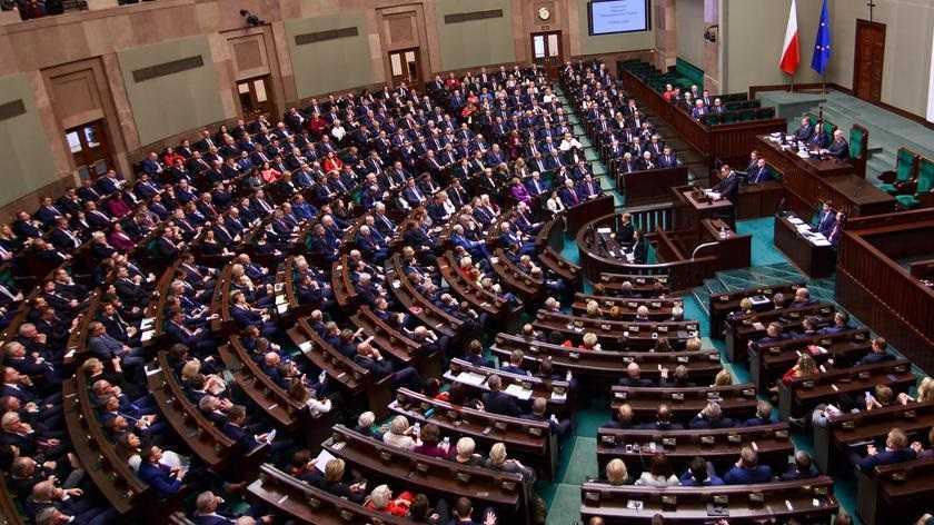 Większość Polaków nie chce podwyżek dla polityków