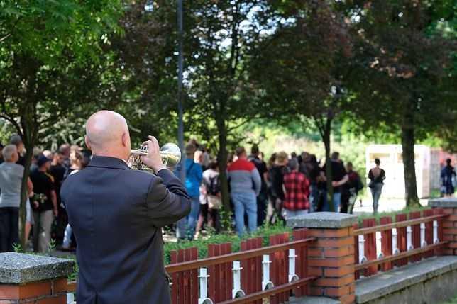 Pogrzeb Basi, która zginęła w Katowicach. Rozpacz i łzy rodziny, żegnającej 19-latkę