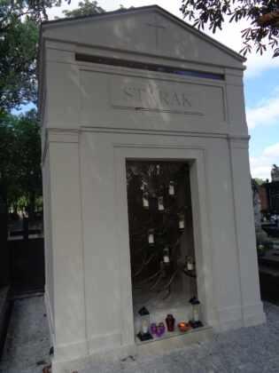 Widok grobu Piotra Woźniaka-Staraka dziś wyciska łzy. Po dwóch lata wszystko wygląda inaczej, fani poruszeni