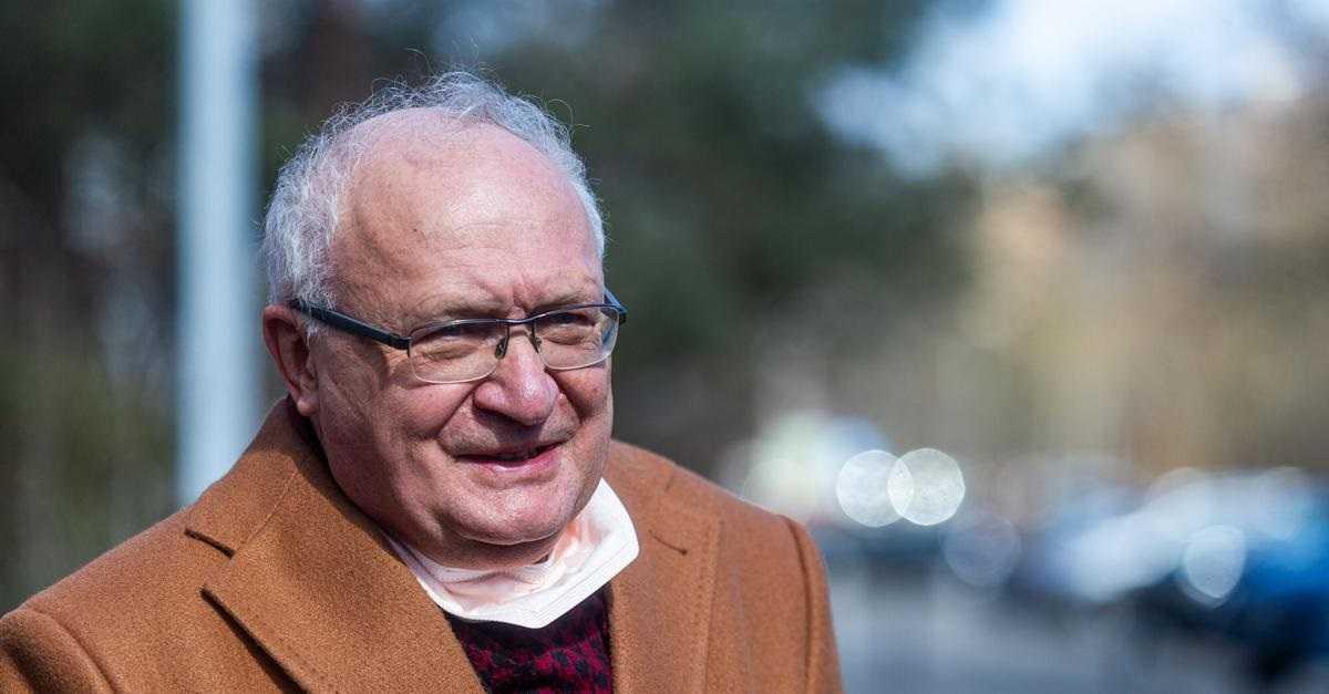Prof. Simon o czwartej fali w niewyszczepionych powiatach: Niech przygotują domy pogrzebowe