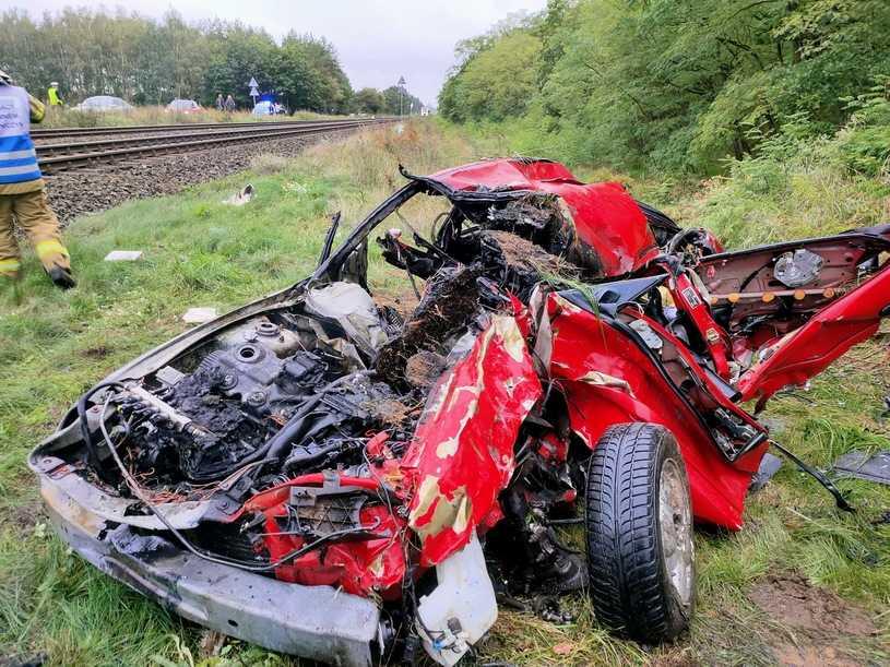 Motylewo: Groźny wypadek. Zderzenie auta z szynobusem. Ranni kobieta i dwoje dzieci