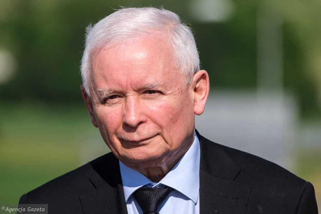 Jarosław Kaczyński zaczyna spłacać dług. Za kulisami trwa walka o posady