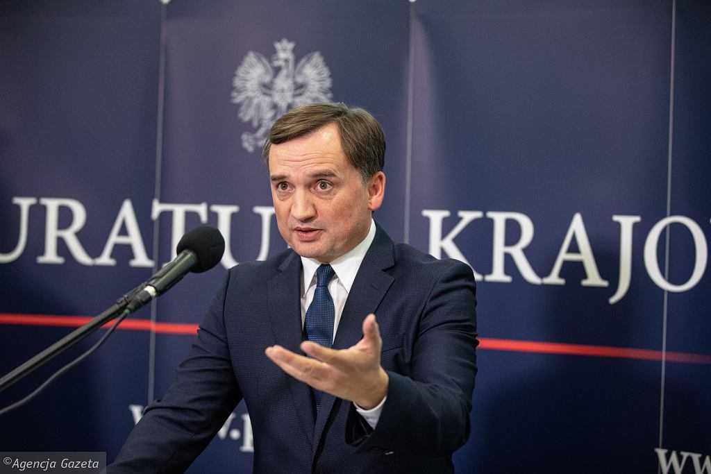 """Ziobro o wycofywaniu się z uchwał """"anty-LGBT"""": """"Złe decyzje"""". Nagle przywołał """"komisarza z Moskwy"""""""