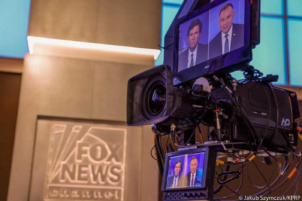 """Duda w programie kontrowersyjnego dziennikarza Fox News. """"Grzeczna, kulturalna rozmowa"""""""
