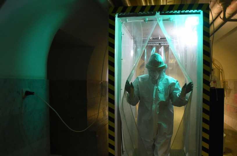 Biolog: Nie jesteśmy w stanie przewidzieć ewolucji koronawirusa