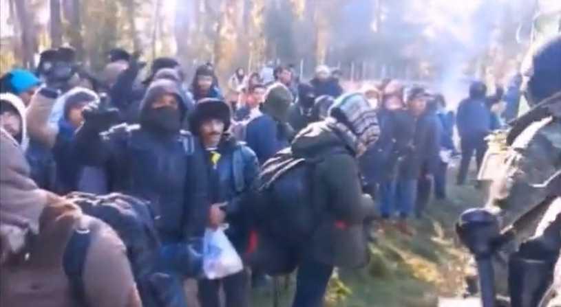 Migranci forsują granicę. Straż Graniczna publikuje wideo