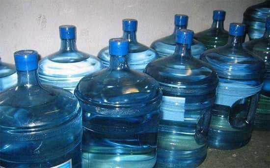 Facet podjął wyzwanie, żeby pić 4 litry wody dziennie przez miesiąc – Finał jest zaskakujący